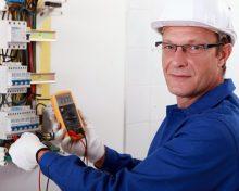 Un électricien est un homme de métier