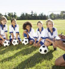 Pourquoi les enfants devraient-ils être encouragés à jouer au football?